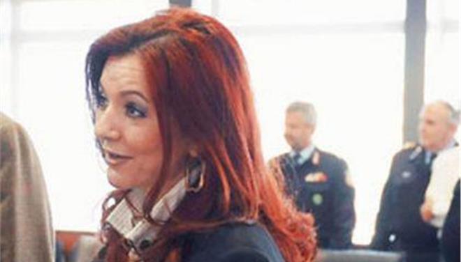 Σφοδρή αντίδραση Ράικου με αναφορές στον «Ρασπούτιν» σε δημοσίευμα για τον σύζυγό της