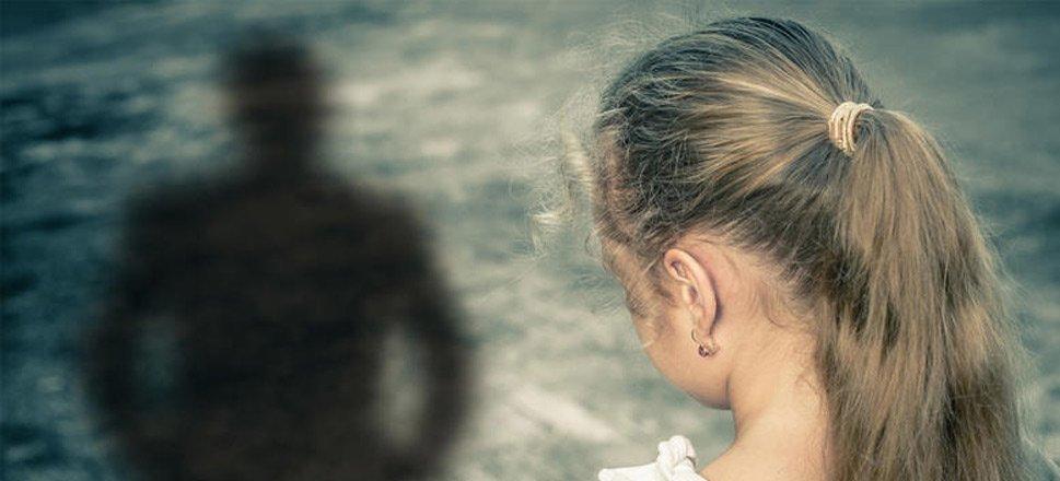 Δικαστική πλάνη κράτησε στη φυλακή αθώο πατέρα, κατηγορούμενο ότι βίαζε τις κόρες του