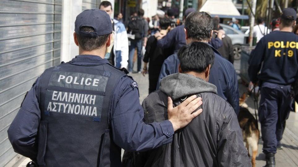 «Ντου» της Αστυνομίας σε παραγκούπολη της Θεσσαλονίκης – 40 οι συλλήψεις