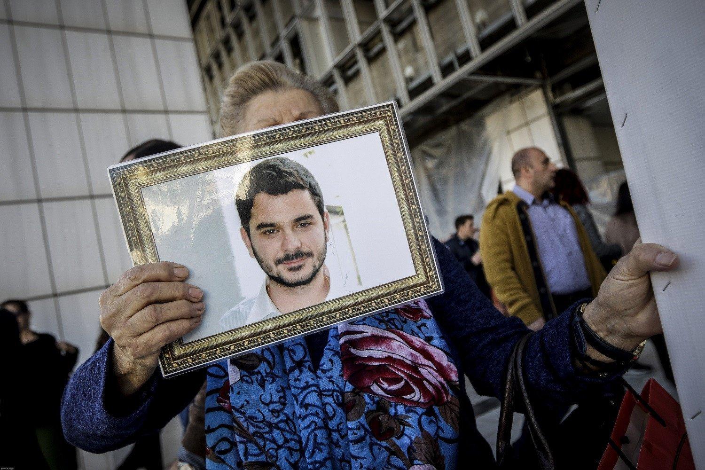 Δολοφονία Μ. Παπαγεωργίου: Άφαντος και πάλι ο αστυνομικός, γιος του βασικού κατηγορουμένου στη δίκη