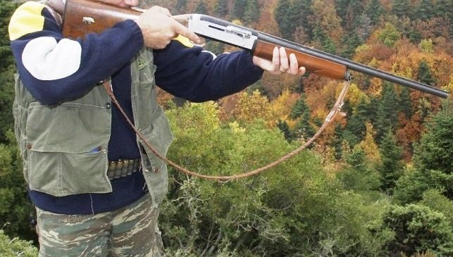 """Ματωμένο κυνήγι στην Ευρυτανία: Πέθανε ο 52χρονος που πυροβολήθηκε κατά λάθος από τον αδελφό του – Τραγική φιγούρα ο """"αδελφοκτόνος"""" – ΒΙΝΤΕΟ"""