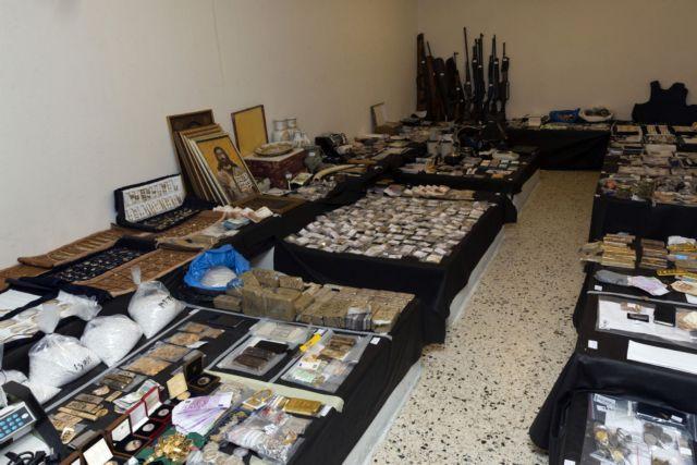 H επιβεβαίωση του «χρυσού» φιάσκου: Η Ασφάλεια Αμαρουσίου ζητεί να μην σφραγιστούν τα ενεχυροδανειστήρια «Ριχάρδος»