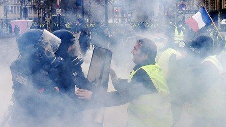 Γαλλία: Πέθανε μια 80χρονη που είχε τραυματιστεί από δακρυγόνο στη Μασσαλία