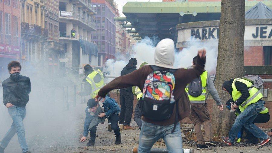 Γαλλία: «Μακρόν παραιτήσου» και από τους… μαθητές