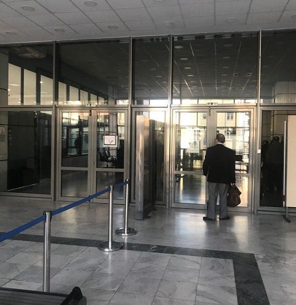 Κλειστή (λόγω αποκατάστασης) η είσοδος του Εφετείου από την οδό Λουκάρεως
