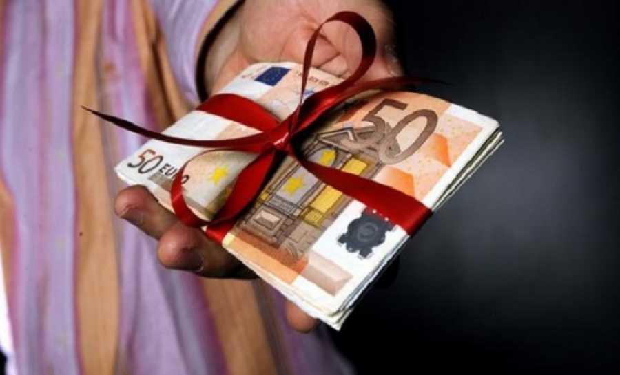 Εργοδότης απέλυσε τρεις που δεν επέστρεψαν το δώρο Χριστουγέννων