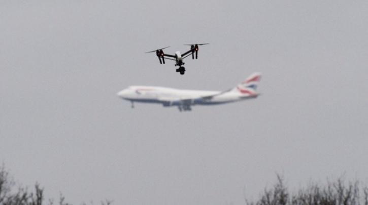 Με drone πέταξαν κινητά και… πούρο στις φυλακές Λάρισας