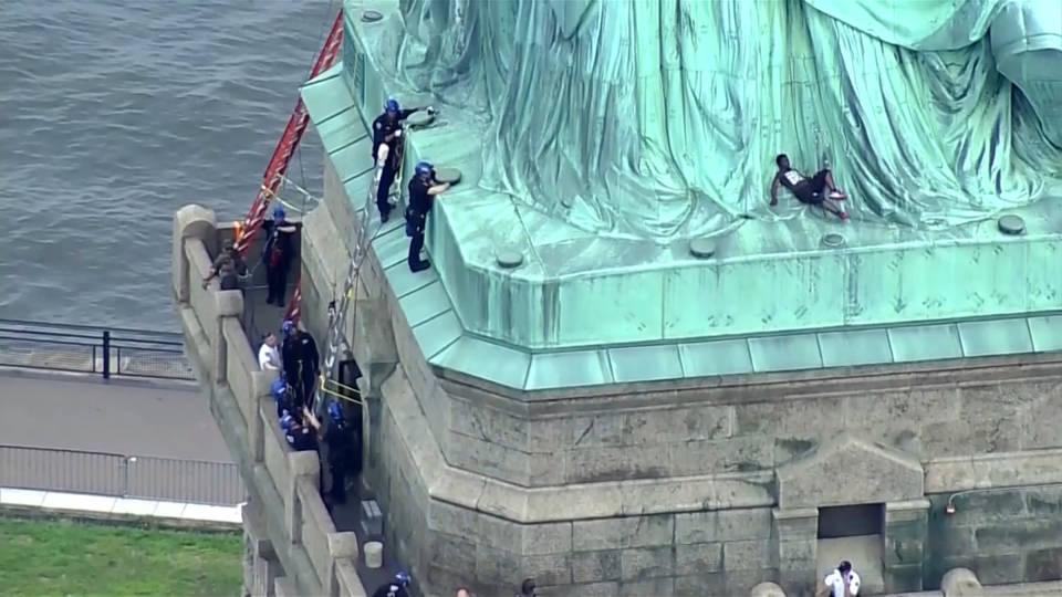 «Ένοχη» 44χρονη ακτιβίστρια που διαμαρτυρήθηκε για τη μεταναστευτική πολιτική Τράμπ