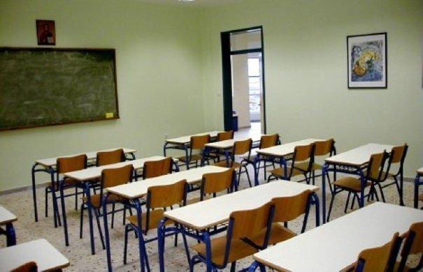 Στη Βουλή το πολυνομοσχέδιο του υπουργείου Παιδείας – Όλες οι αλλαγές για πανελλήνιες, βαθμούς, διαγωγή και πενθήμερες αποβολές