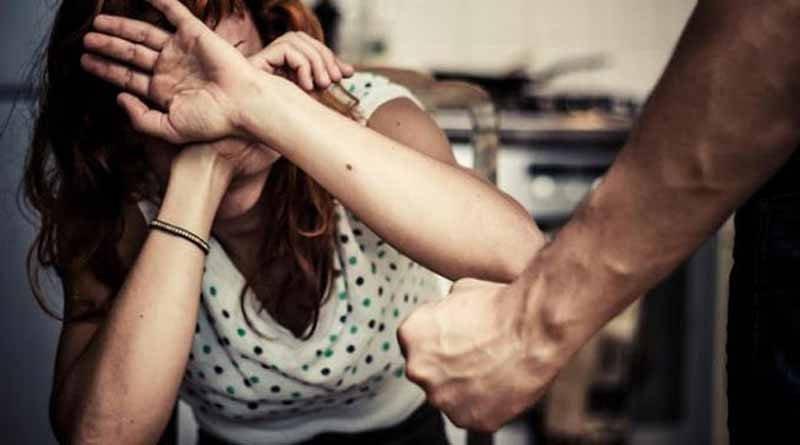 Αστυνομικός ξυλοκόπησε σερβιτόρα επειδή δεν ενέδωσε στο… ερωτικό του κάλεσμα
