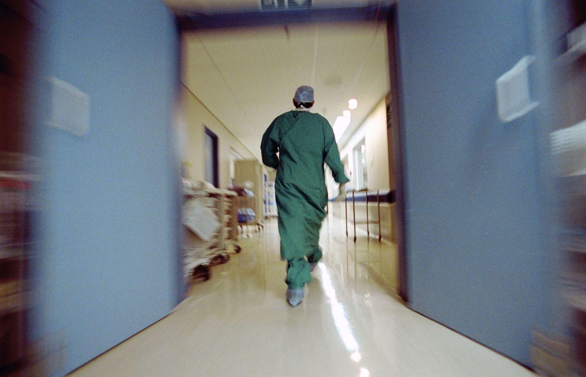 Έρευνα: Θύματα «μπούλινγκ» το 53% των Ελλήνων ιατρών και νοσηλευτών