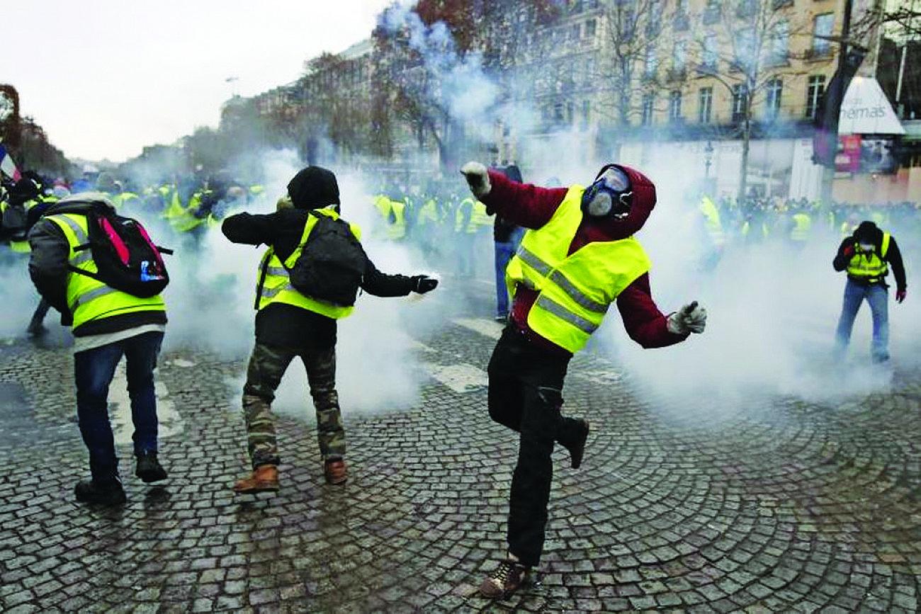 Γαλλία: Με νόμο-έκτρωμα βγάζουν τις μάσκες από τα «κίτρινα γιλέκα»!