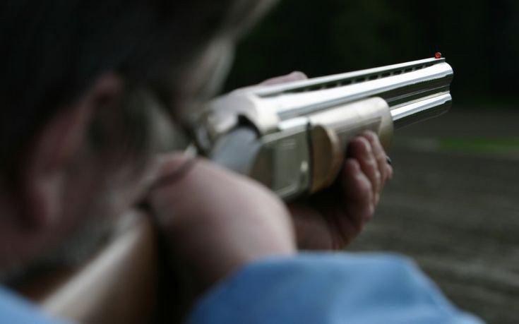 Ασύλληπτος ο 37χρονος που πυροβόλησε τον 53χρονο επιχειρηματία στο Μάτι
