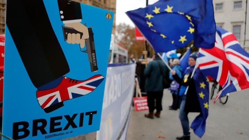 """Τρομοκρατημένοι οι Βρετανοί ενόψει ενός """"άτακτου"""" Brexit: στοκάρουν τρόφιμα και φάρμακα!"""