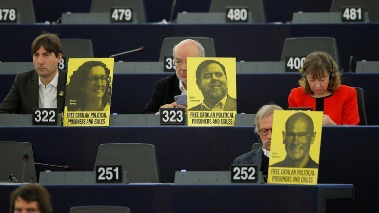Στο εδώλιο οι «12» για το δημοψήφισμα στην Καταλονία