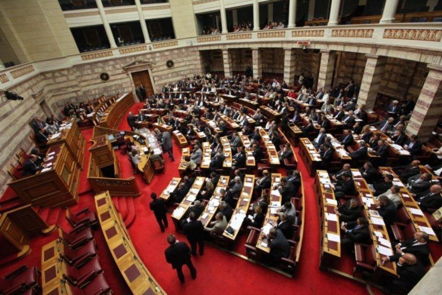 Νίκος Παπασπύρου: Ασυλίες και πολιτικό σύστημα