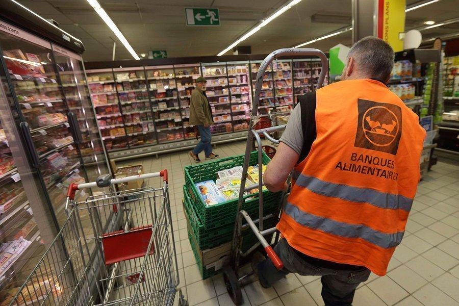 Τσουχτερό πρόστιμο στα σούπερ μάρκετ που πετούν το απούλητο φαγητό στα σκουπίδια