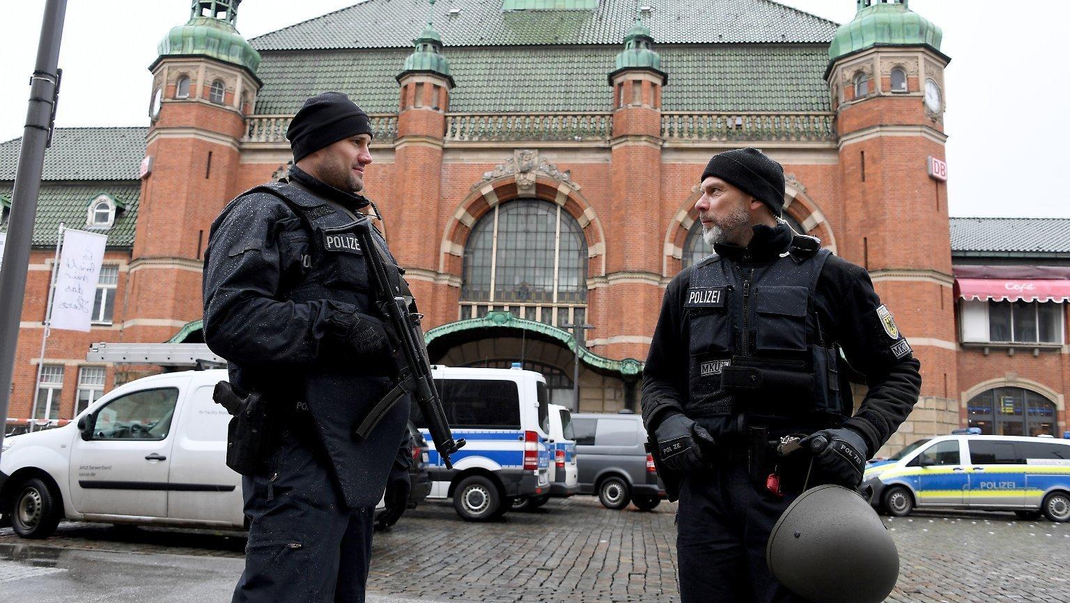 Οι γερμανικές αρχές ερευνούν απειλητικά μέιλ εναντίον πολιτικών, δημοσιογράφων και δικηγόρων