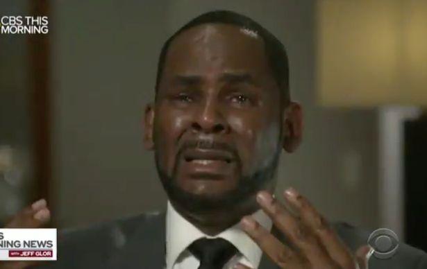 Ο R. Kelly έσπασε τη σιωπή του για την υπόθεση σεξουαλικής κακοποίησης ανήλικων κοριτσιών και ξέσπασε σε δάκρυα
