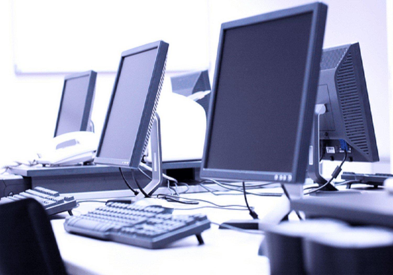 Παράδοση ηλεκτρονικών υπολογιστών σε κρατούμενους – φοιτητές ΕΑΠ