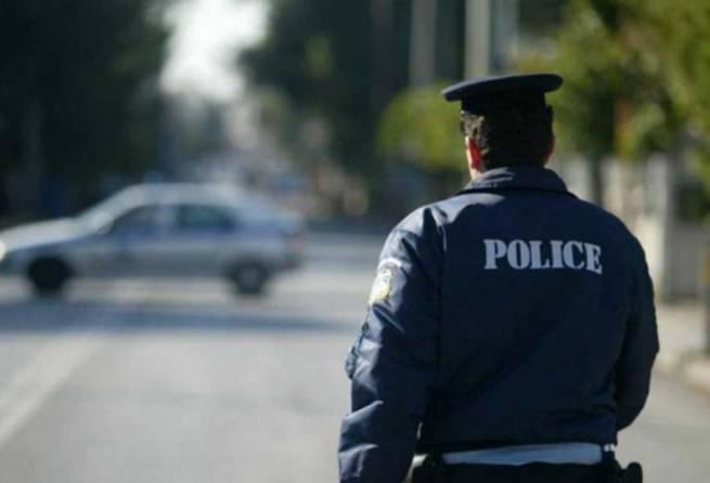 Σύλληψη 20χρονου για εμπρησμό από αμέλεια στο Πέραμα Αττικής. Η φωτιά οριοθετήθηκε