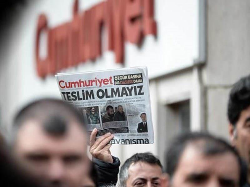 Τουρκία: Ξανά στη φυλακή έξι στελέχη της εφημερίδας Cumhuriyet