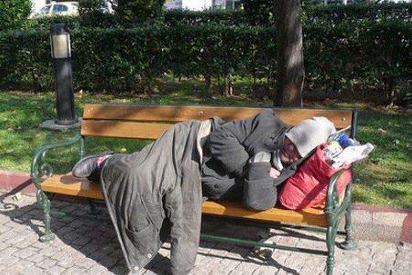 Άνδρες ελληνικής καταγωγής, ηλικίας 51 ως 65 ετών και με προβλήματα υγείας, η πλειονότητα των άστεγων