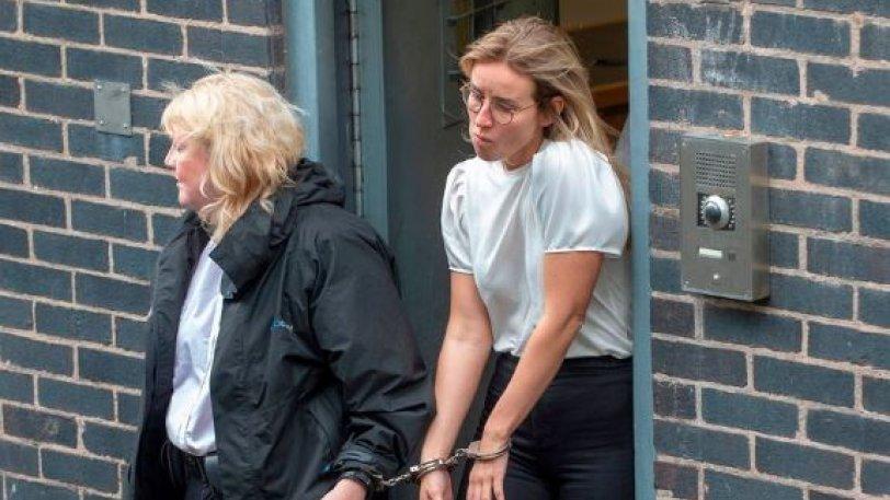 Δεσμοφύλακας έγινε… κρατούμενη γιατί είχε ερωτικές επαφές με έναν φυλακισμένο!