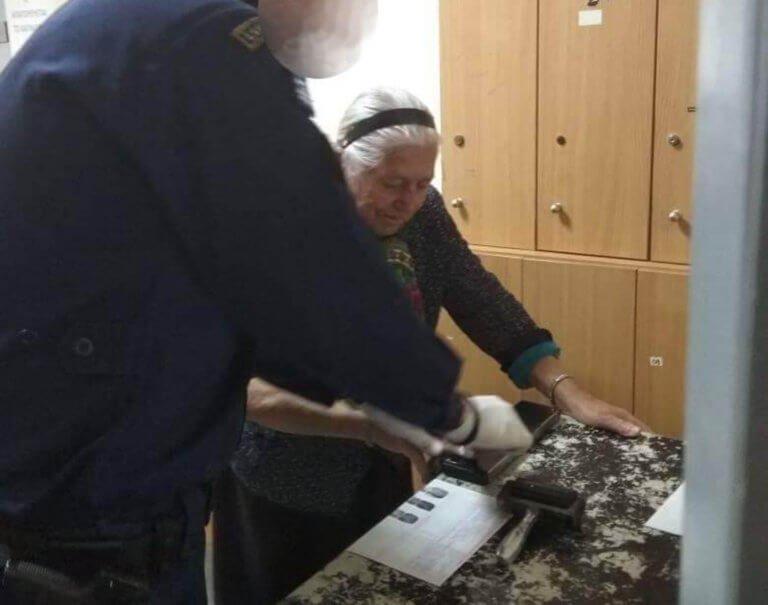 Παρέμβαση της Ένωσης Επιχειρηματιών για τη γιαγιά με τα τερλίκια – Το μήνυμα στην 90χρονη