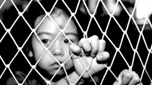 Εκατομμύρια παιδιά θύματα trafficking εξωθούνται στην πορνεία ή τη μαύρη εργασία