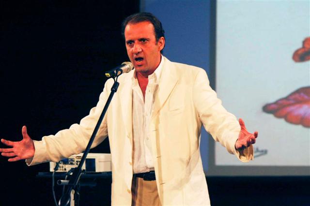 Ρεσιτάλ (ναπολιτάνικου τραγουδιού) από τον καθηγητή Πάνο Λαζαράτο στο ATHENAEUM