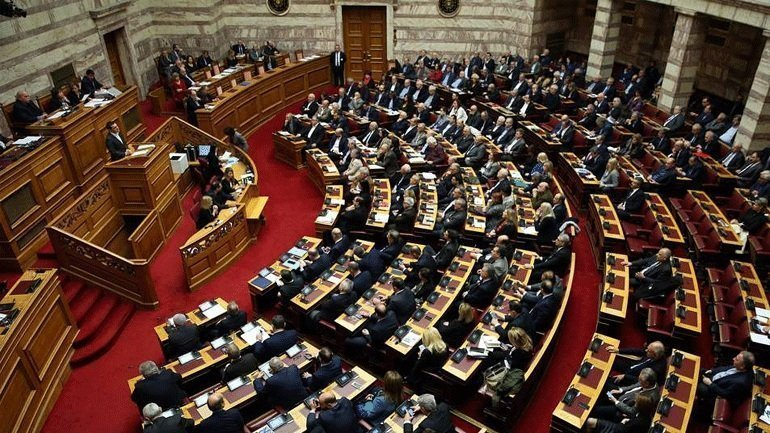 Ξεκίνησε με ομιλίες βουλευτών η συζήτηση για τη παροχή ψήφου εμπιστοσύνης στην κυβέρνηση