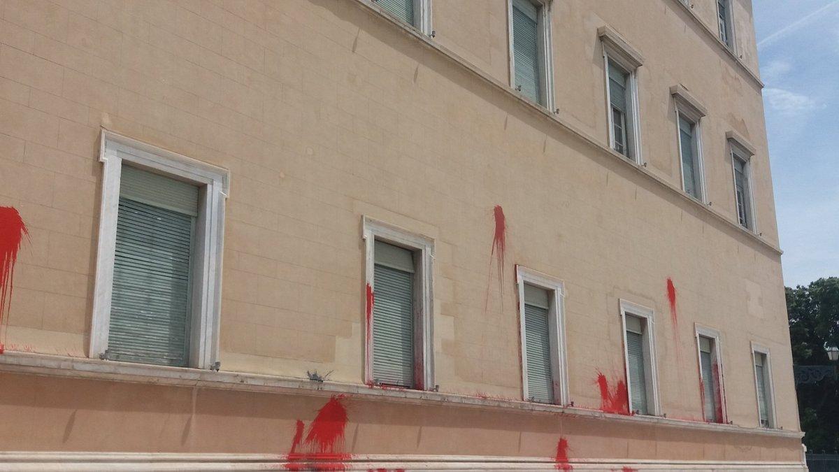Το βίντεο της επίθεσης του Ρουβίκωνα στη Βουλή