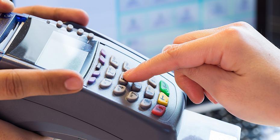 «Άχρηστα» πάνω από 100.000 POS – Τι θα κάνουν οι τράπεζες!