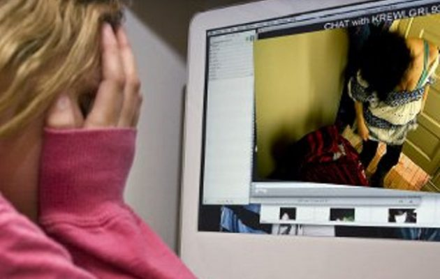 Συνελήφθη 19χρονος που εκβίαζε ανήλικη με φωτογραφίες και βίντεο στη Ρόδο