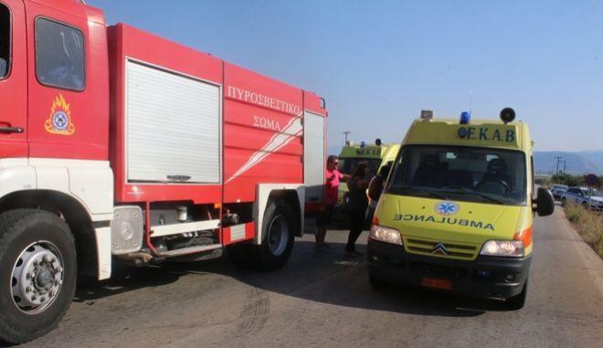 Δύο νεκροί και ένας τραυματίας σε σύγκρουση βυτιοφόρου με φορτηγό στο Κορωπί – Αποκλεισμένη η περιοχή λόγω διαρροής καυσίμου