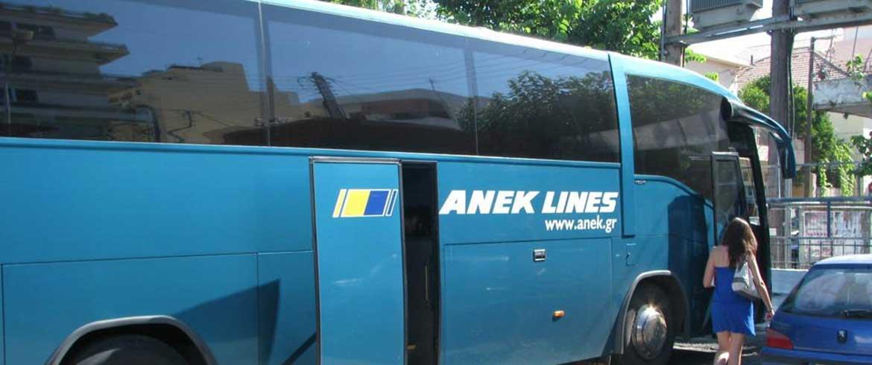 Χανιά: Οδηγός ΚΤΕΛ πέταξε έξω από το λεωφορείο μαθητές επειδή το λέρωσαν και ανάγκασε μια φίλη τους να το καθαρίσει