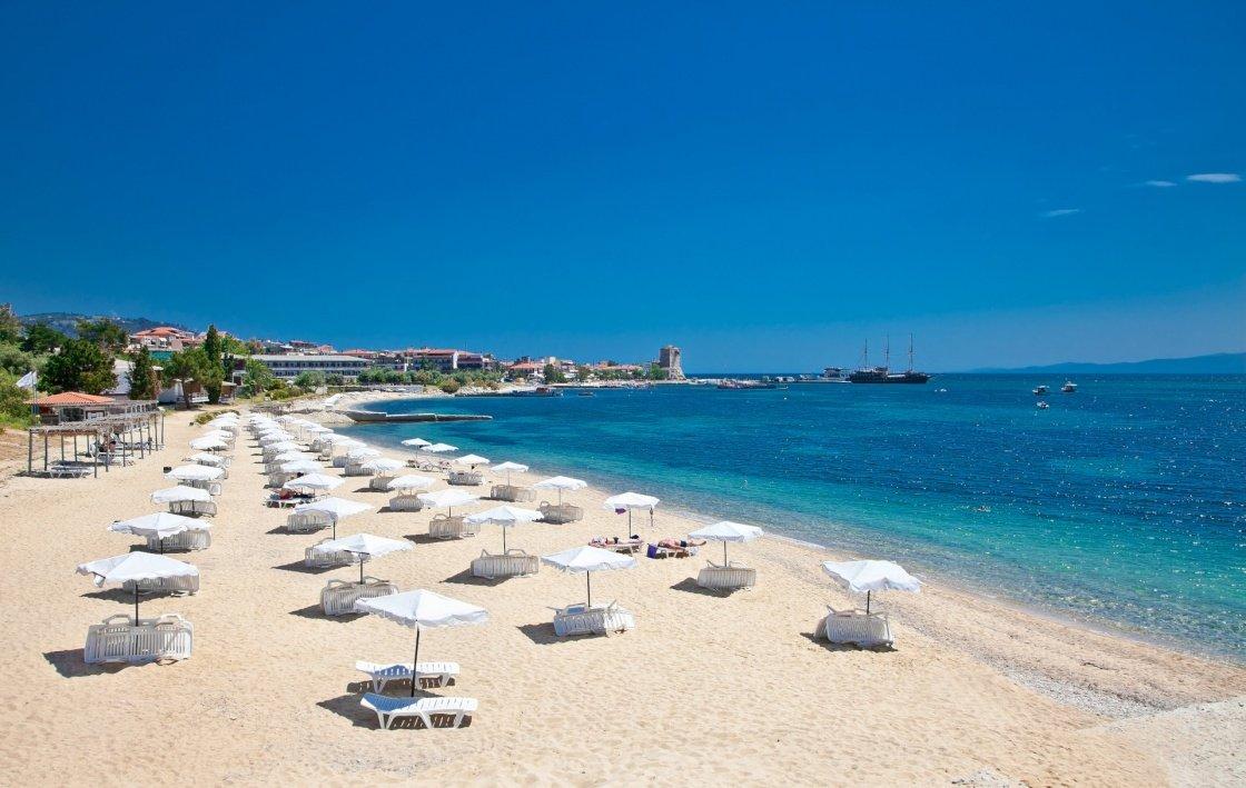 Στην έναρξη της τουριστικής σεζόν στην Ελλάδα επικεντρώνονται τα ξένα μέσα ενημέρωσης