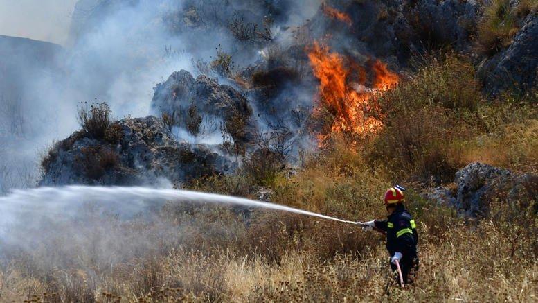 Σύλληψη 20χρονου που κατηγορείται για την πυρκαγιά στη Λέρο