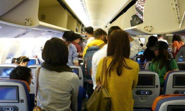 Επεισόδιο σε πτήση από Ρόδο – Αθήνα: Επιβάτης αρνιόταν να φορέσει μάσκα