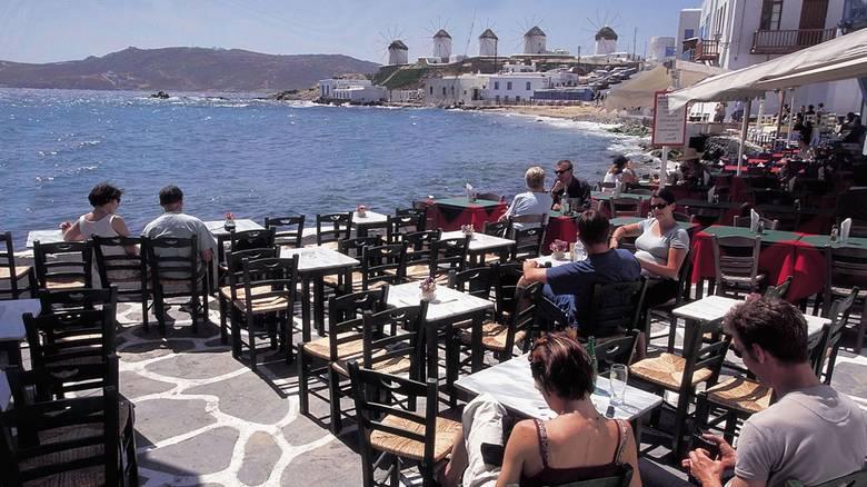 Hamburger Abendblatt: «Εφοριακοί με μαγιό» στην Ελλάδα για την πάταξη της φοροδιαφυγής