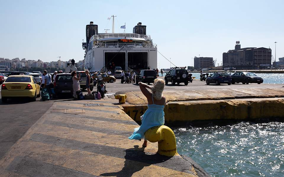 Ποιοι και πως μπορούν να ταξιδέψουν από σήμερα στα νησιά