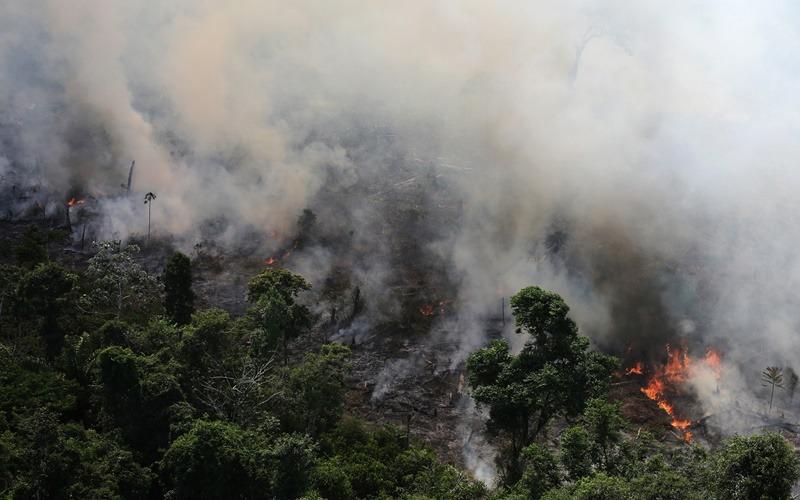 Αμαζόνιος: Η Βραζιλία αναλαμβάνει επιτέλους δράση για τις πυρκαγιές