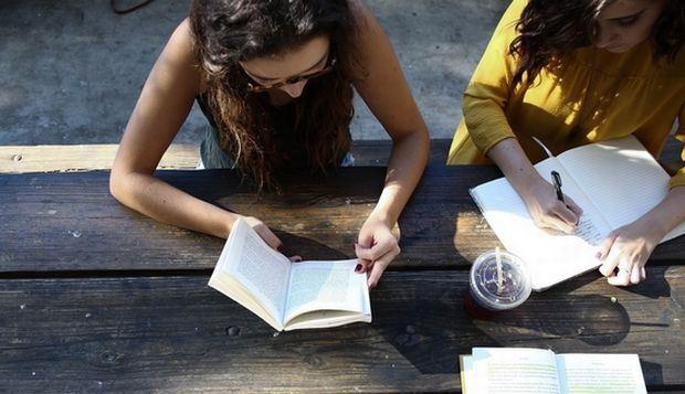 Στη δικαιοσύνη σχολεία που στέλνουν τίτλους σπουδών και απολυτήρια στο… σπίτι