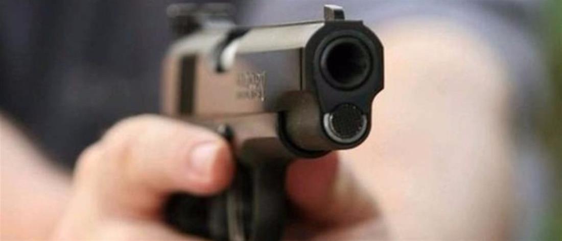 Καταγγελία: καταστηματάρχης απείλησε με όπλο ανασφάλιστο εργαζόμενο του
