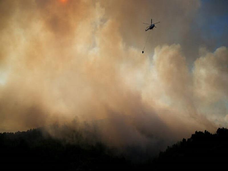 Σε ετοιμότητα για εκκένωση δύο χωριά στην Εύβοια- Σε πλήρη εξελιξη η πυρκαγιά που καίει δάσος Natura