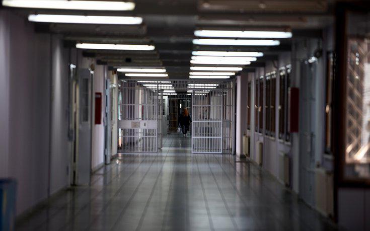 Ανακρίτρια ελέγχεται πειθαρχικά για «σχέση» με ψυχίατρο της αστυνομίας