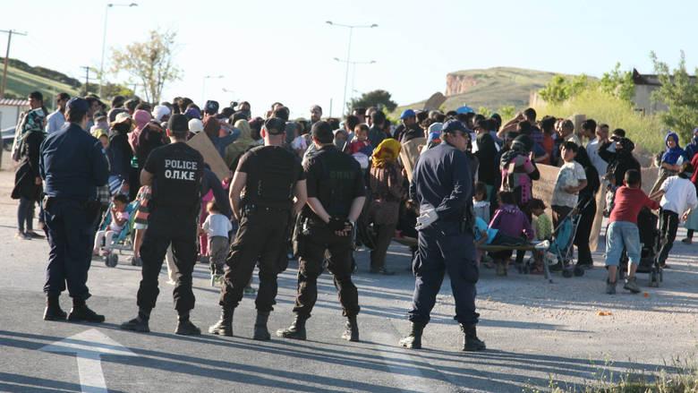 Χάος και συγκρούσεις μεταξύ αλλοδαπών στο hot spot της Λάρισας