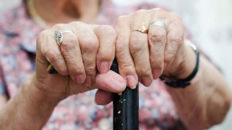 «Μαγκουροπόλεμος» στο κέντρο του Αλίμου με πρωταγωνίστριες δύο… 90χρονες!