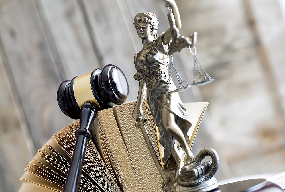 Δικηγόρος πήρε προσωρινή αποζημίωση 1.000 ευρώ από το δημόσιο για οφειλόμενα από παραστάσεις σε δίκη «Νομικής Βοήθειας»